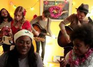 Atrizes de Orange is the New Black desejam um Feliz Natal: clipe musical por caridade!
