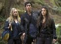 Fotos do episódio 2x05 de The 100: reencontro e missão de paz