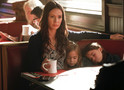 Vampire Diaries: fotos do episódio 8x06 mostram Sirens sequestrando as gêmeas
