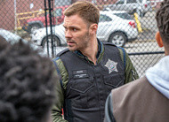 Chicago PD: assalto a banco e um surpreendente bandido no trailer do episódio 7x21