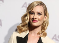 Beth Behrs se junta ao elenco de The Neighborhood, com Max Greenfield